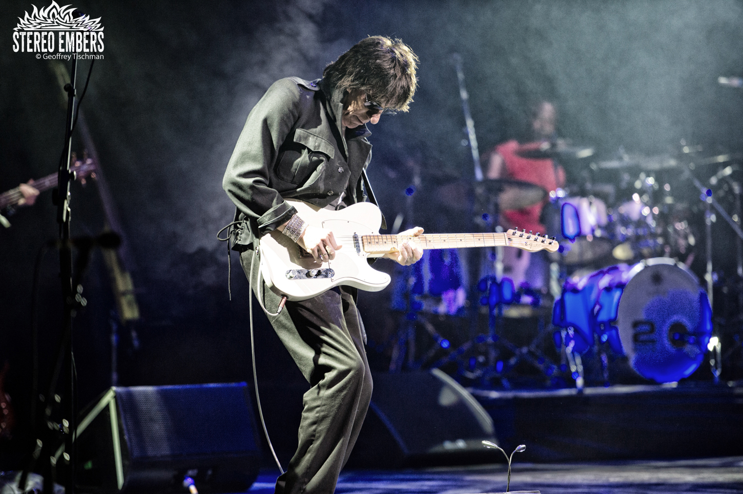 "Jeff Beck Releases Lyric Video For ""Live In The Dark"""