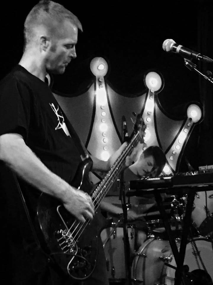 """STEREO EMBERS EXCLUSIVE VIDEO PREMIER – Ex-BTS bassist Brett Nelson's Sick Wish debut new single """"7th Song"""""""