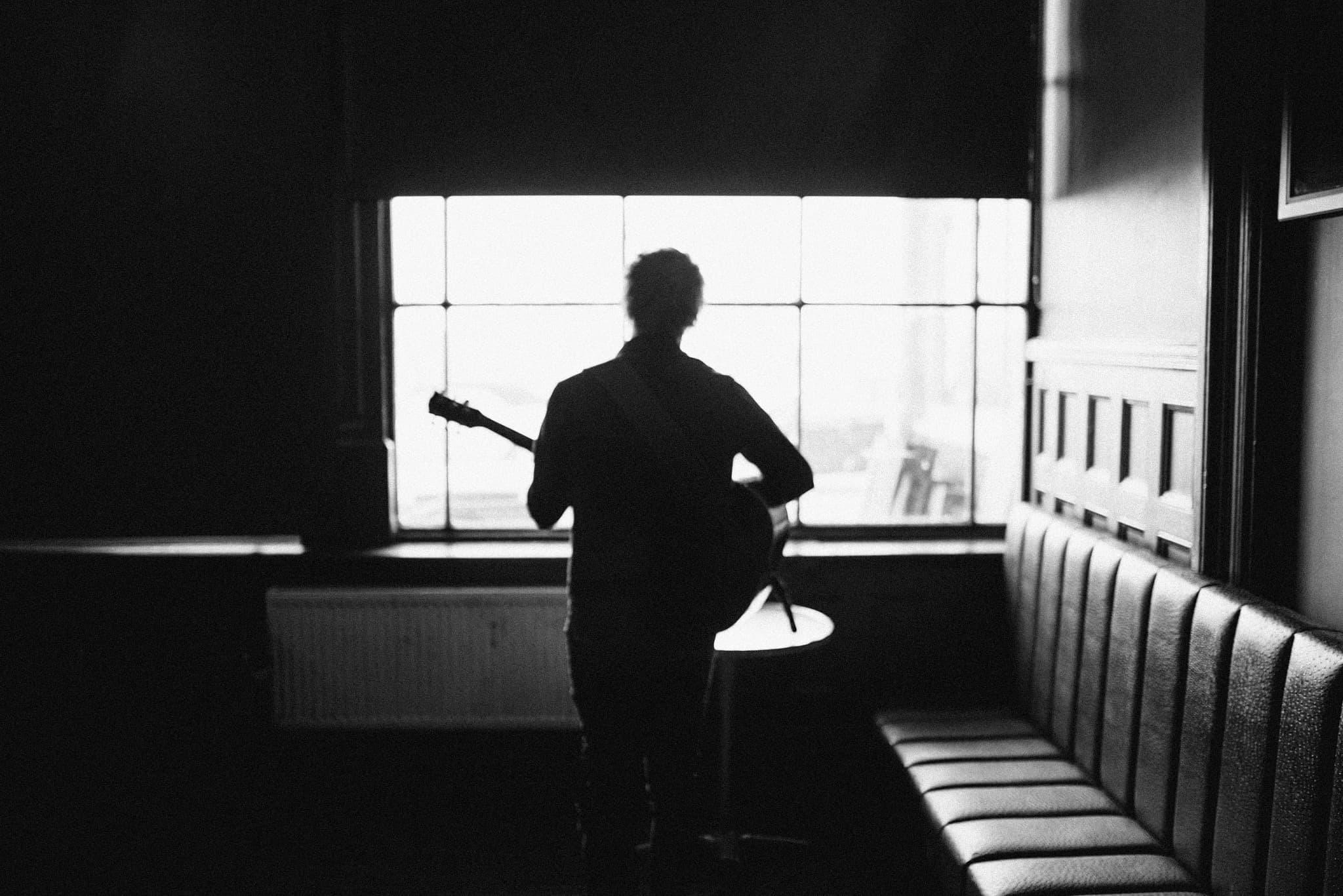 """Wonderwall"" Hauntingly Reimagined By Singer/Songwriter Chris Simmons"